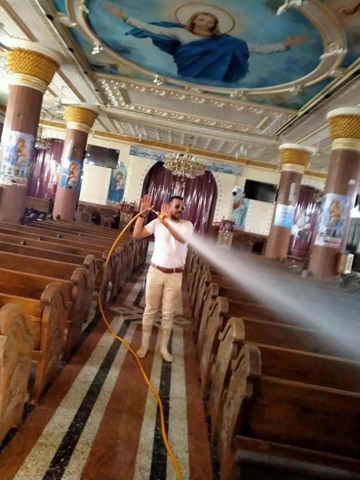 الشباب يطهرون الكنيسة