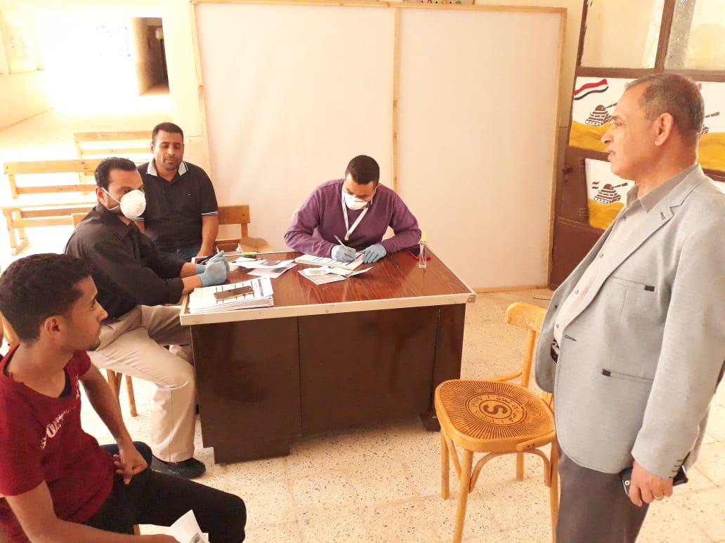 تجهيز مدرسة لصرف المعاشات وتسليم شرائح التابلت (3)