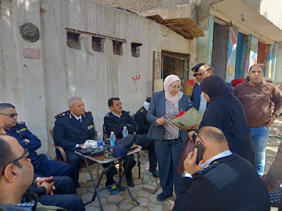 نائب محافظ القاهرة تشرف على أعمال النقل والتسكين (2)