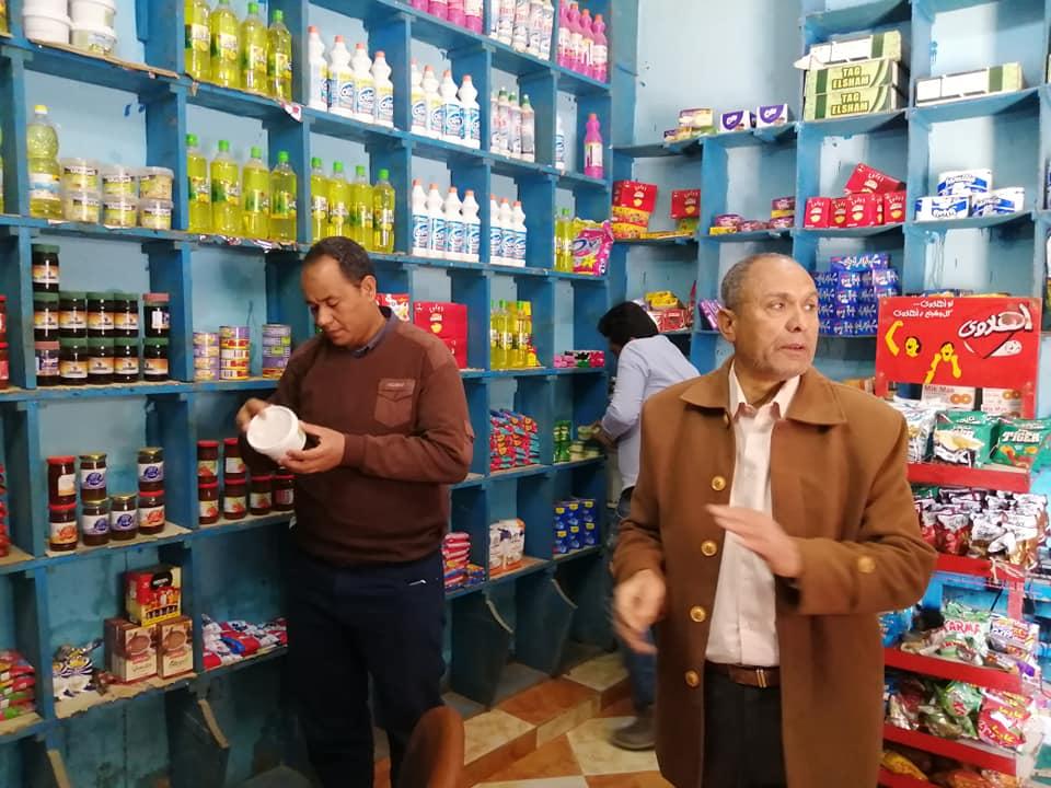 رئيس مدينة الطود يقود حملة تموينية على المحلات التجارية والبقالة (1)