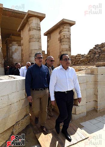وزير السياحة ورئيس الوزراء بسقارة