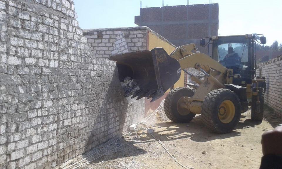 تنفيذ 11 حالة إزالة تعديات بمساحة 10 قراريط و22 سهم بمدينة الطود (3)