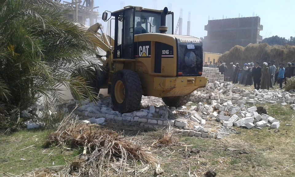 تنفيذ 11 حالة إزالة تعديات بمساحة 10 قراريط و22 سهم بمدينة الطود (1)