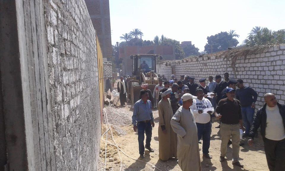 تنفيذ 11 حالة إزالة تعديات بمساحة 10 قراريط و22 سهم بمدينة الطود (2)