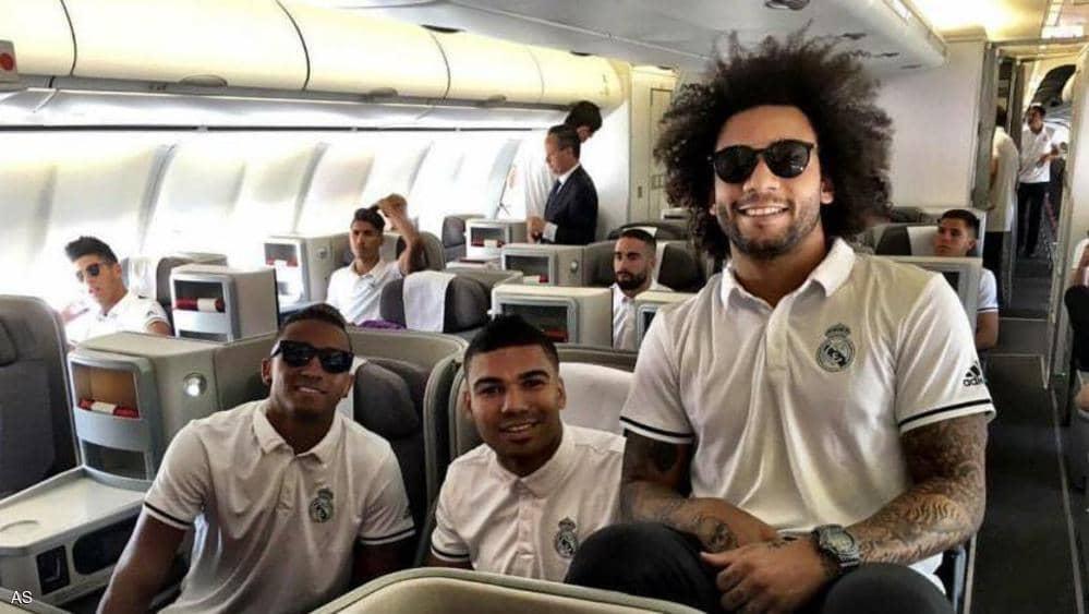 نجوم ريال مدريد فى الطائرة