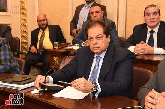 لجنة الصناعة (5)