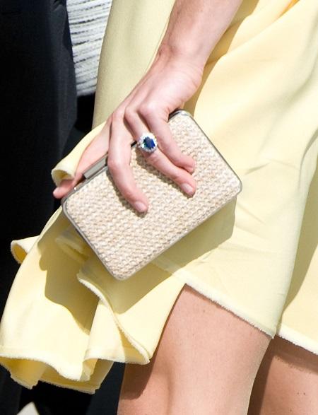 أظافر كيت ميدلتون فى جولة ملكية عام 2011
