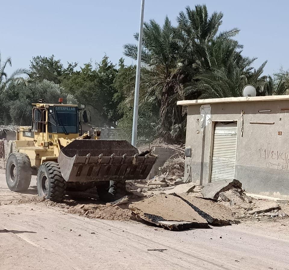 بدء أعمال رصف طريق قرية الوادى الرئيسى بطور سيناء (2)