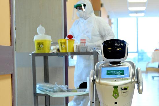 روبوت يساعد الممرضين