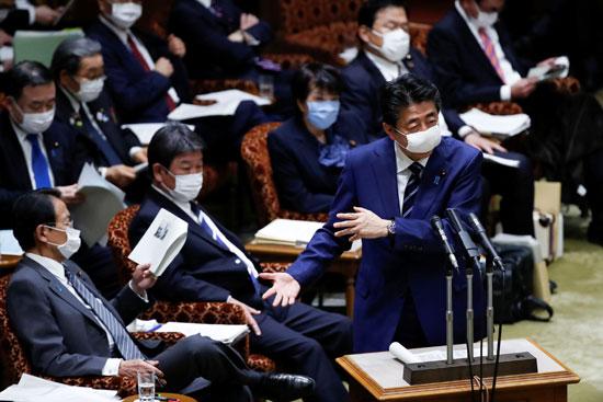 رئيس الوزراء اليابانى يلقى كلمته