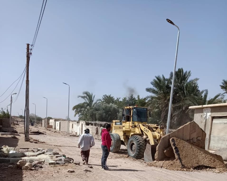 بدء أعمال رصف طريق قرية الوادى الرئيسى بطور سيناء (1)