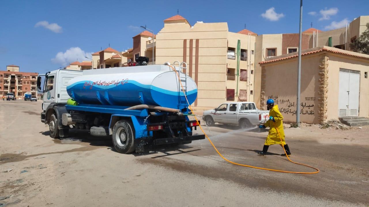 شركة مياه مطروح تواصل حملاتها لتطهير الشوارع (5)