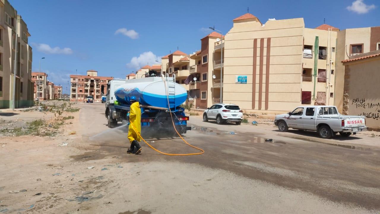 شركة مياه مطروح تواصل حملاتها لتطهير الشوارع (3)