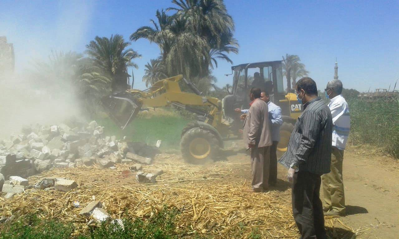 استمرار حملات إزالة مخالفات البناء والتعدي على الارض الزراعية بمراكز المحافظة (20)