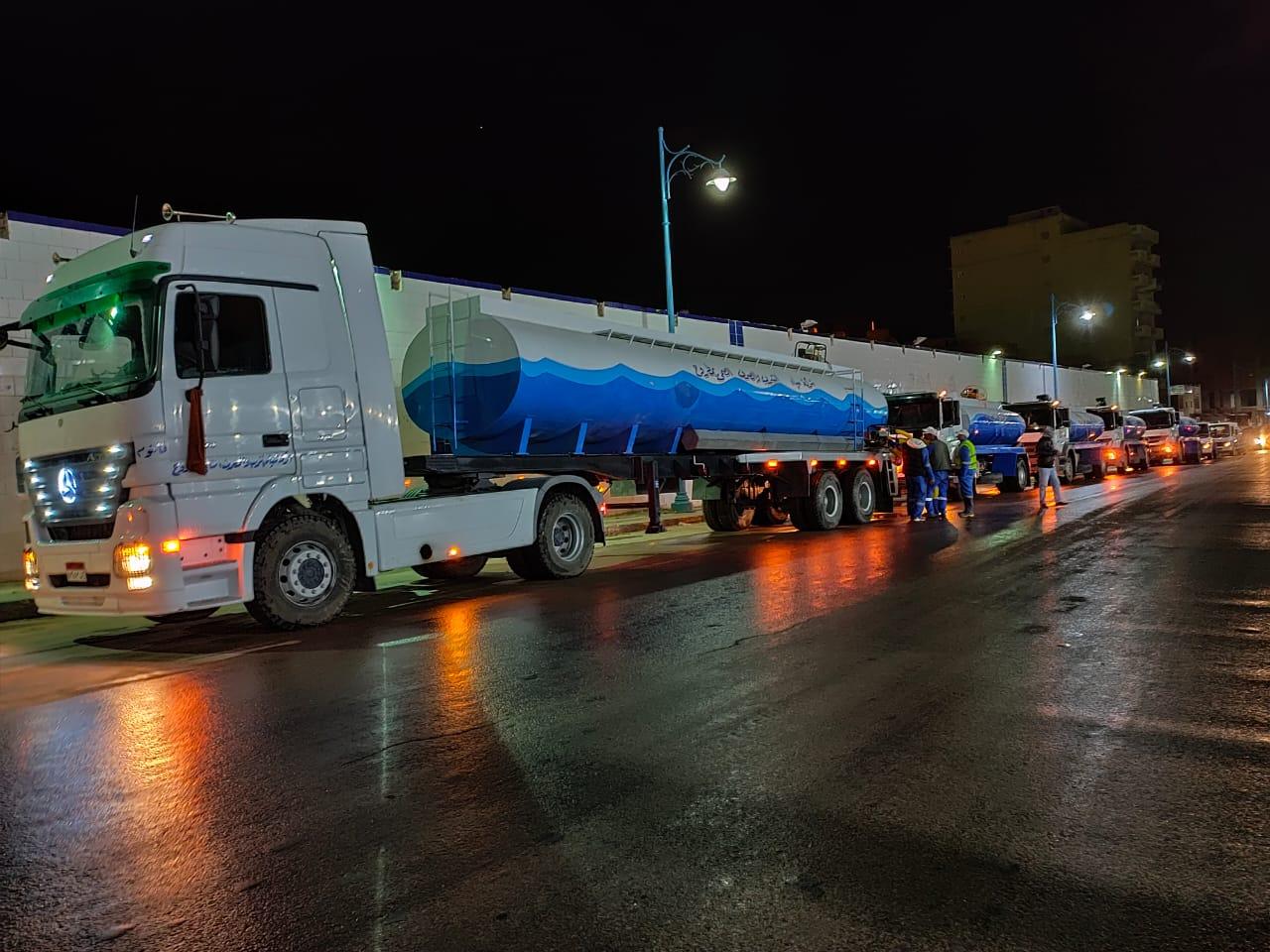 شركة مياه مطروح تواصل حملاتها لتطهير الشوارع (1)