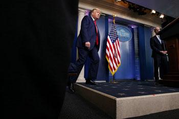 ترامب فى طريقه للمؤتمر الصحفى