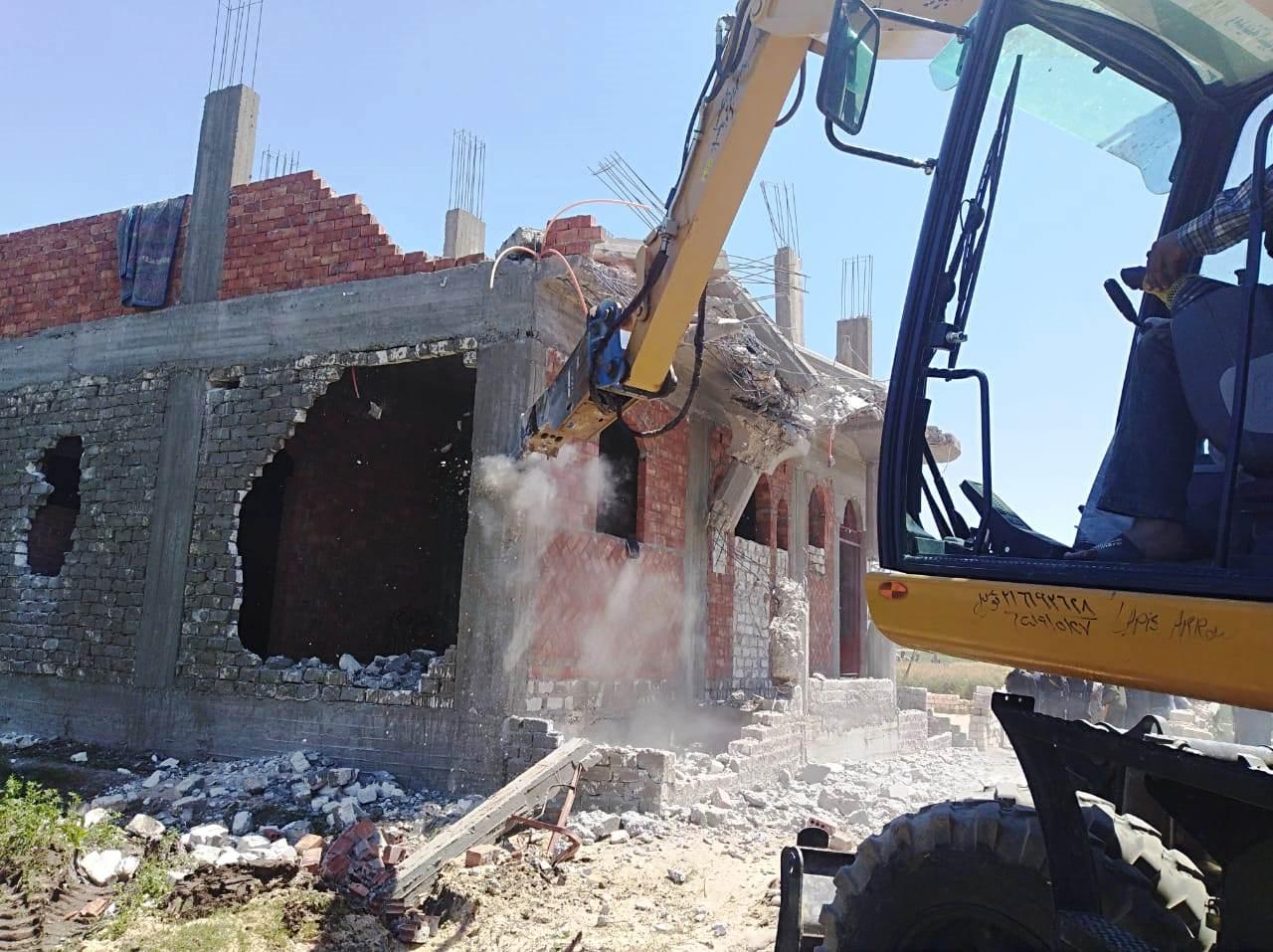استمرار حملات إزالة مخالفات البناء والتعدي على الارض الزراعية بمراكز المحافظة (10)