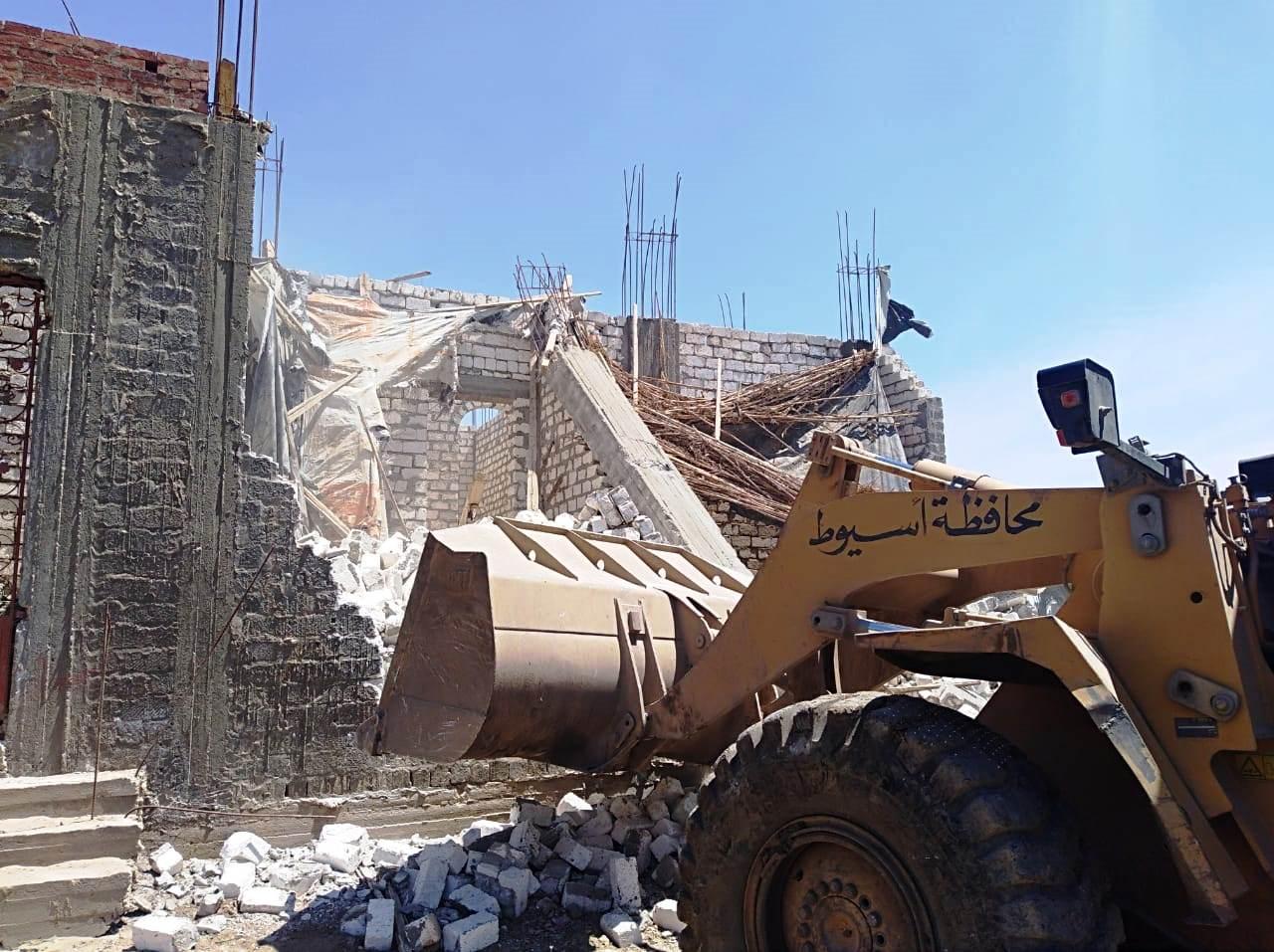 استمرار حملات إزالة مخالفات البناء والتعدي على الارض الزراعية بمراكز المحافظة (11)