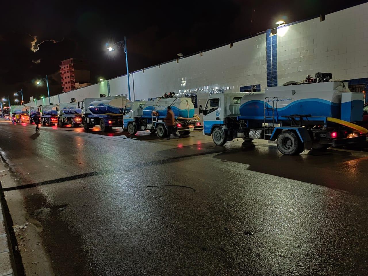 شركة مياه مطروح تواصل حملاتها لتطهير الشوارع (4)