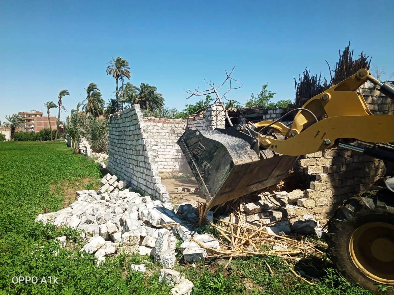 استمرار حملات إزالة مخالفات البناء والتعدي على الارض الزراعية بمراكز المحافظة (18)