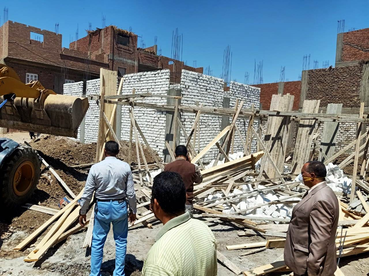 استمرار حملات إزالة مخالفات البناء والتعدي على الارض الزراعية بمراكز المحافظة (14)