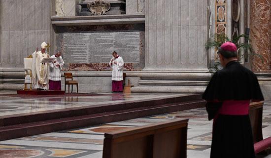 مخاوف تفشى كورونا حرمت ملايين المسيحيين حول العالم من الاحتفال