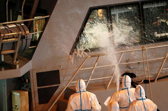 سلطات مالطا تعقم سفينة بعد نزول المهاجرين