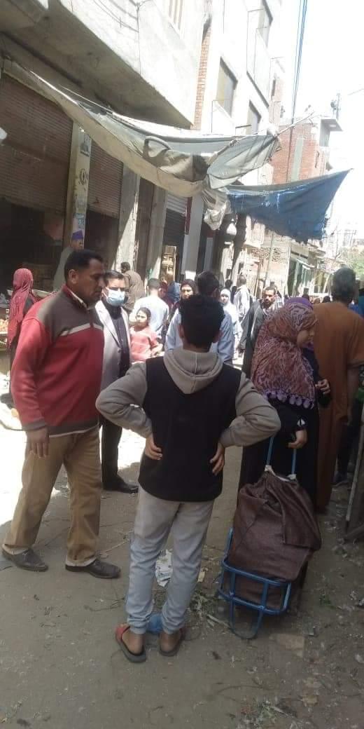 فض سوق قرية سدود منعا للتزاحم بسبب فيروس كورونا المستجد (1)