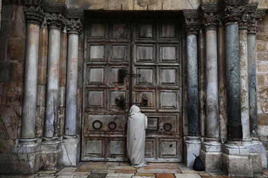 غلق أبواب الكنيسة
