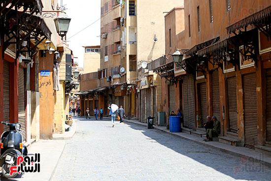 شارع المعز يلتزم بغلق المحلات (4)