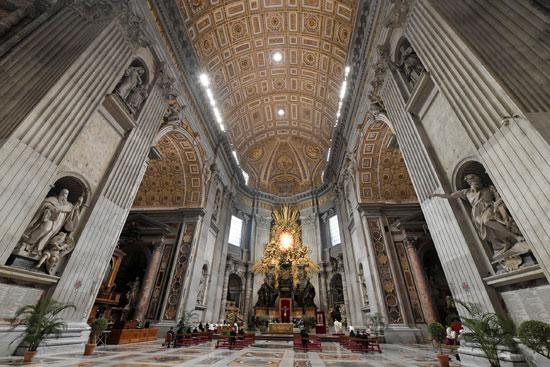 جانب من المشهد داخل كاتدرائية القديس بطرس