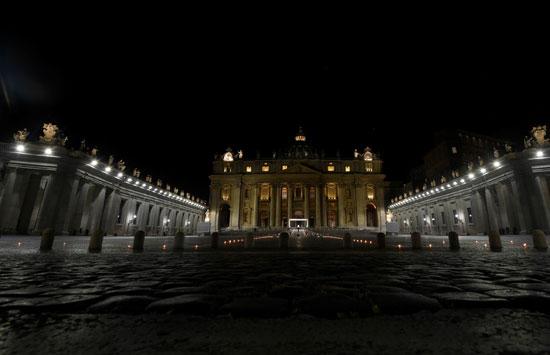 كاتدرائية القديس بطرس بروما خالية فى مراسم الجمعة العظيمة