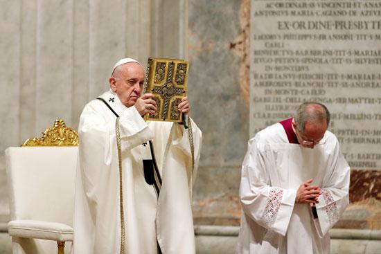 البابا فرنسيس يقود القداس الاحتجاجى