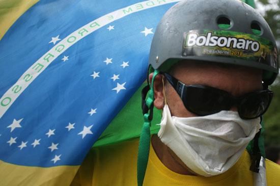 أحد أنصار الرئيس البرازيلى