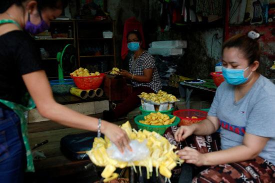 خلال بيع وشراء السلع فى تايلاند