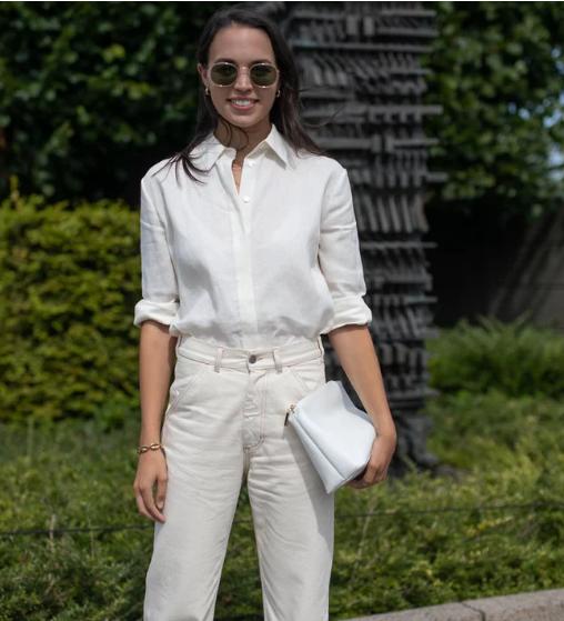 بنطلون أبيض وقميص مطابق