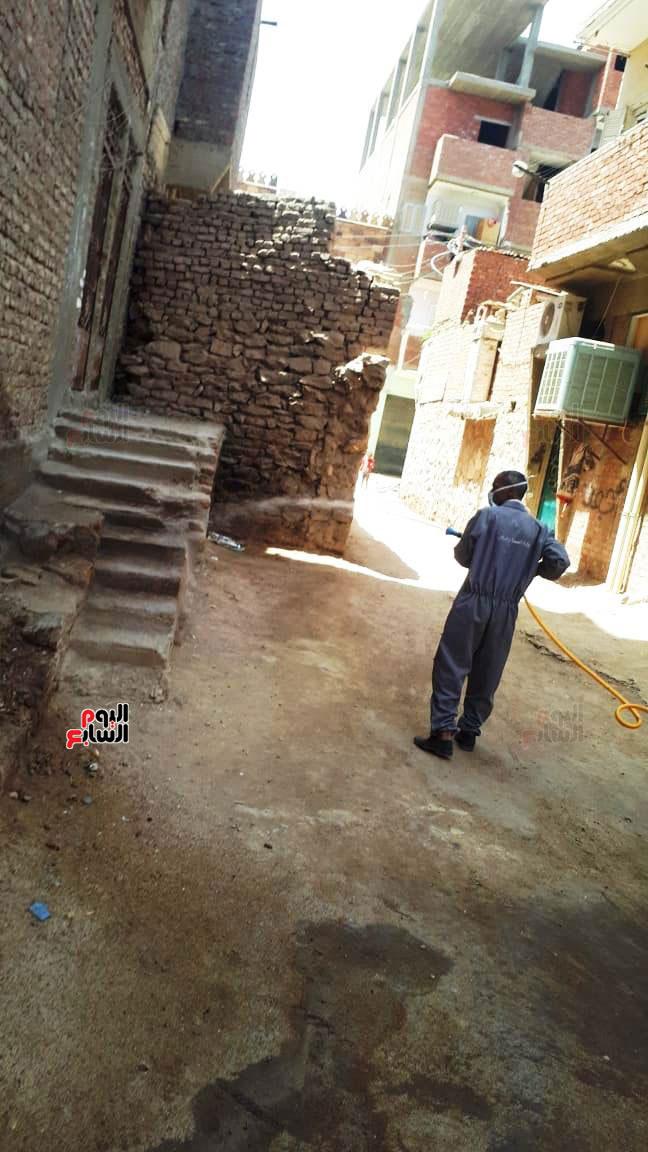 خضوع سكان عمارتين سكنيتين بمنطقة الشنقراب لإجراءات الحجر الصحى المنزلى (2)