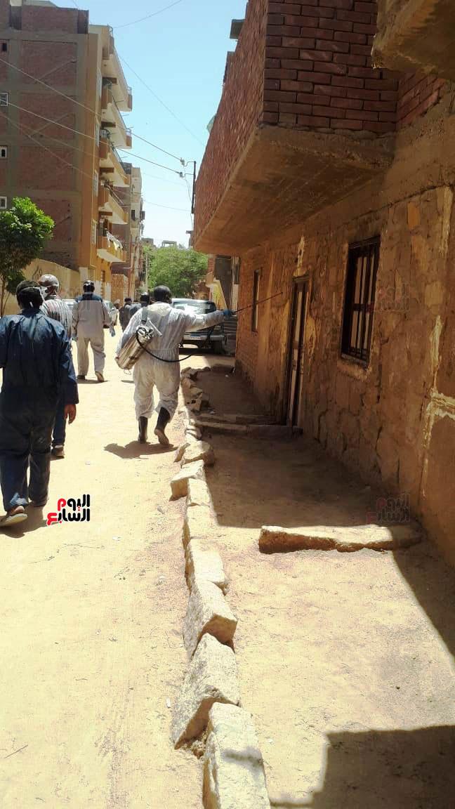 خضوع سكان عمارتين سكنيتين بمنطقة الشنقراب لإجراءات الحجر الصحى المنزلى (4)