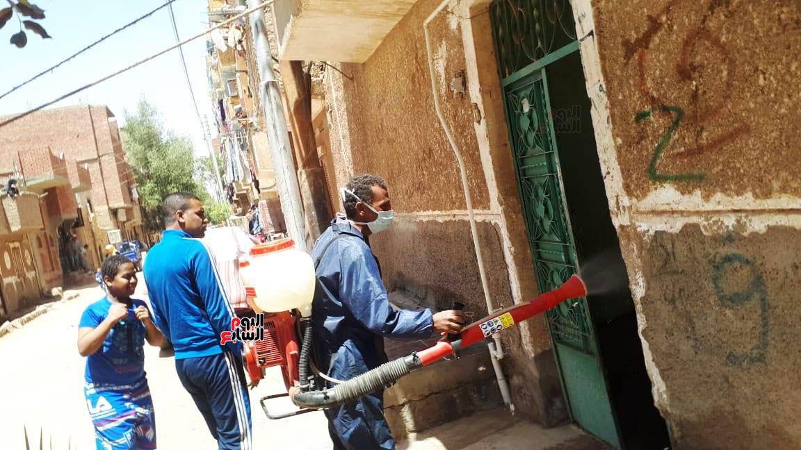 خضوع سكان عمارتين سكنيتين بمنطقة الشنقراب لإجراءات الحجر الصحى المنزلى (3)