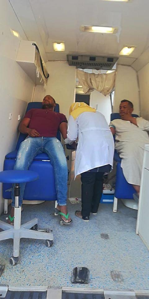 شباب القرنة خلال تبرعهم بالدم غرب الأقصر