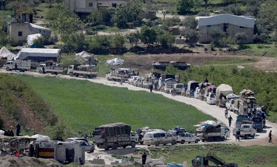 مئات السيارات التى تحمل السوريون