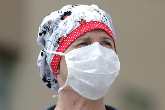 أحدى الممرضات تشارك فى الاحتجاجات