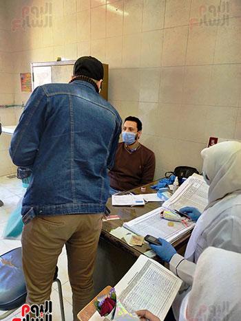 بالورود-اهالى-قرية-الهياتم-يكرمون-الاطباء-والتمريض