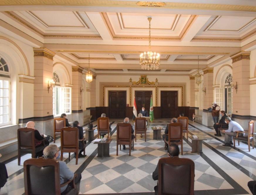 اجتماع رئيس جامعة القاهرة (3)
