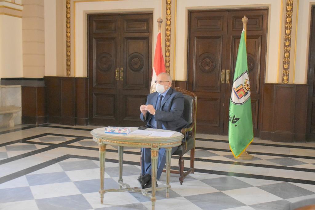 اجتماع رئيس جامعة القاهرة (4)