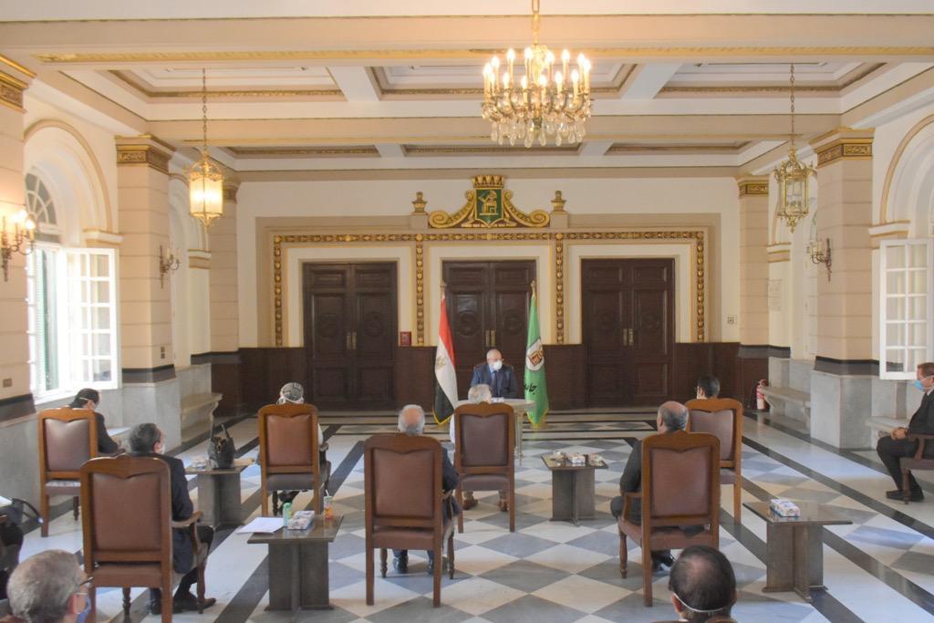 اجتماع رئيس جامعة القاهرة (1)