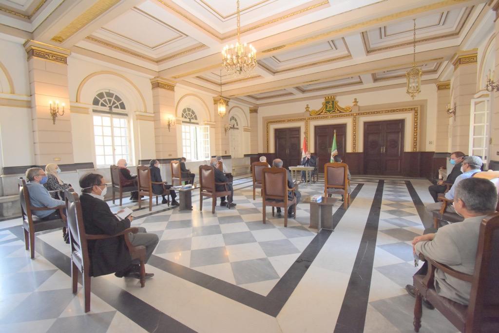 اجتماع رئيس جامعة القاهرة (6)