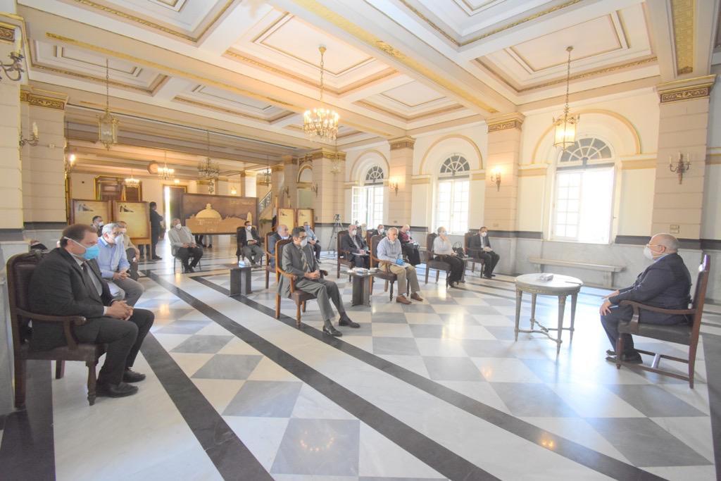 اجتماع رئيس جامعة القاهرة (2)