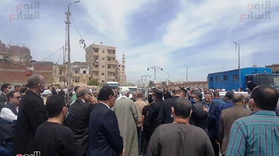 قيادات-المحافظة-والداخلية-فى-جنازة-الشهيد-محمد-الحوفى