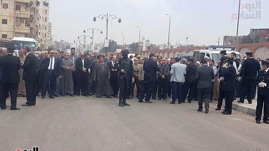 الأهالى-يشيعون-جنازة-الشهيد-بدمنهور